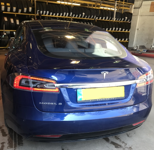 Tesla Model S fitted with Michelin Primacy 3 Acoustic tyres