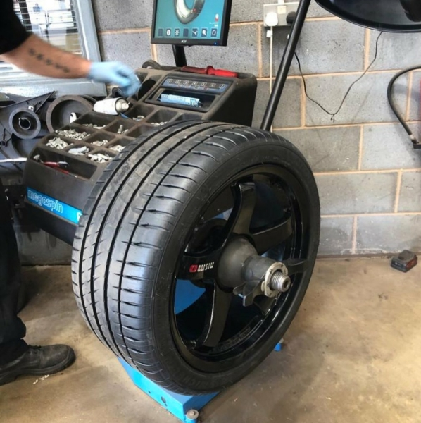 Wheel balancing Michelin Pilot Sprt 4s tyres on Nismo LM GT4 Wheels | Bush Tyres