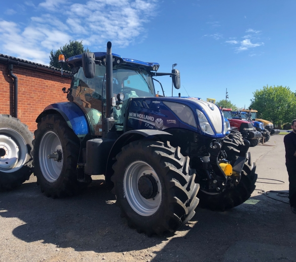 BKT RT657 Agrimax on New Holland | Bush Tyres